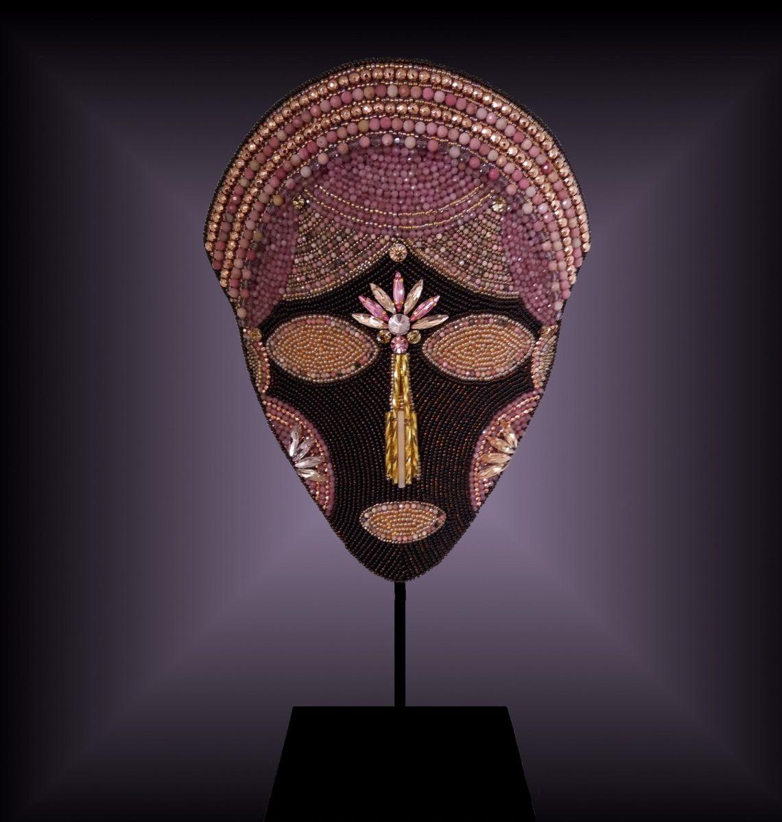 Masque brodé n°42 © Sylune Créations