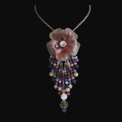 Pendentif fleur cuir et pampilles cristal © Sylune Créations